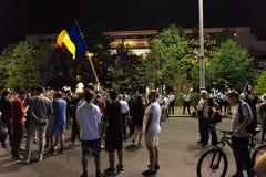 Protestation de Roumains devant le gouvernement Photographie stock