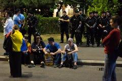 Protestation de Roumains devant le gouvernement Photo stock