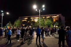 Protestation de Roumains devant le gouvernement Images stock