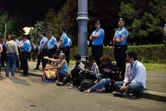 Protestation de Roumains devant le gouvernement Photographie stock libre de droits