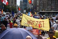 Protestation de Roumains de l'étranger contre le gouvernement image stock