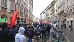 Protestation de rue dans les Frances contre des réformes de macron clips vidéos