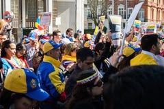 Protestation de Vénézuéliens en dehors de leur ambassade de pays Image stock