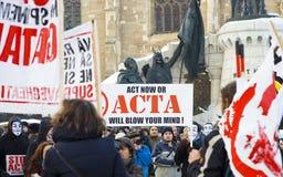 Protestation en Roumanie contre l'ACTA Image libre de droits