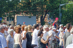 Protestation locale des disciples d'un programme local Antena 3 des actualités TV Image stock