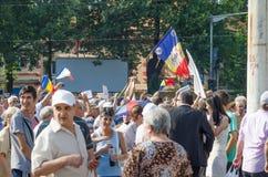 Protestation locale des disciples d'un programme local Antena 3 des actualités TV Images libres de droits