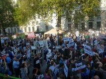 Protestation par solidarité envers des Palestiniens dans Whitehall, Londres photo libre de droits