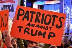 Protestation pour protéger Robert Mueller images stock