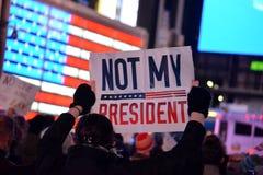 Protestation pour protéger Robert Mueller photos stock