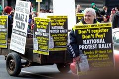 Protestation sur le défilé de jour de rue Patrick dans Limerick Photographie stock libre de droits