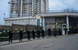 Protestations des patriotes ukrainiens près du consulat général de la Fédération de Russie à Odessa contre l'agression de la Russ photographie stock