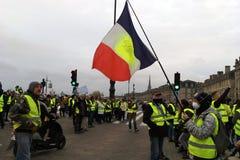 Protestations jaunes de gilet contre des impôts d'augmentation sur l'essence et le gouvernement présenté diesel de la France photos libres de droits