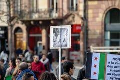Protestations syriennes de Diaspora contre la guerre syrienne Images stock