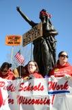 Protestatori fuori di Wisconsin Campidoglio Immagini Stock Libere da Diritti