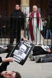 Proteste des agains le pape à Paris Photographie stock libre de droits