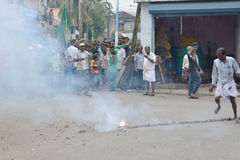 Proteste musulmane in India con i fuochi d'artificio Fotografia Stock Libera da Diritti