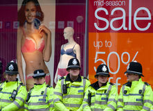 Proteste na conferência BRITÂNICA de LibDem; policiamento! Fotos de Stock Royalty Free