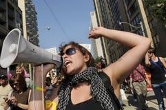 Protesteerder met een megatelefoon. Stock Fotografie
