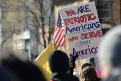 Protesteerders buiten het Capitool van Wisconsin stock afbeelding