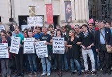 Protesteerders Maart tegen het Bezoek Londen van de Paus Royalty-vrije Stock Fotografie