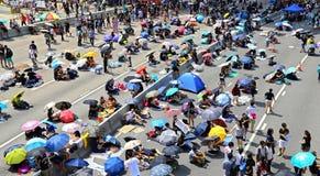 Protesteerdersafstand houden in admiraliteit, Hongkong Stock Fotografie