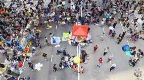 Protesteerdersafstand houden in admiraliteit, Hongkong Stock Afbeelding