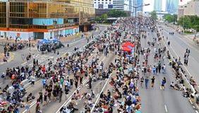 Protesteerdersafstand houden in admiraliteit, Hongkong Stock Afbeeldingen