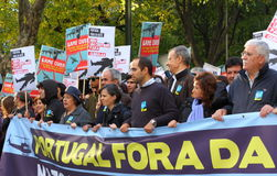 Protesten anti-NAVO in Lissabon stock afbeelding