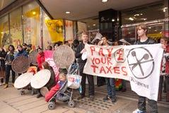 Protesten tegen het beleid van de Overheid in Londen Royalty-vrije Stock Fotografie