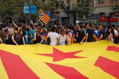Protesten voor Catalaanse Indipendence Het Referendum van Catalonië: mensen die in de straten van Barcelona prostesting Oktober 2 stock afbeelding