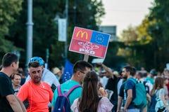 Protester i Bucharest Rumänien mot den korrumperade regeringen - Augusti/11/2018 Arkivfoto