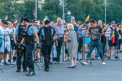 Protester i Bucharest Rumänien mot den korrumperade regeringen - Augusti/11/2018 Arkivbild