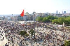 Protester i den Turkiet Taksim fyrkanten Royaltyfria Bilder