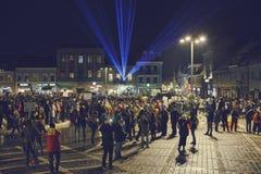 Protester mot det kontroversiella bottenläget, Brasov, Rumänien Royaltyfri Fotografi