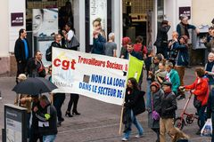 Protestera Frankrike den politiska marschen under fransk rikstäckande dag ag Arkivbild