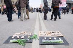 Protestera manifestationen av muscovites mot krig i Ukraina Arkivfoto