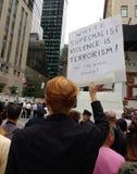 Protestera mot Donald Trump, NYC, NY, USA Fotografering för Bildbyråer