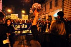 Protestera mot premiärministern Victor Ponta och den rumänska regeringen Arkivbild