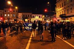 Protestera mot premiärministern Victor Ponta och den rumänska regeringen Arkivbilder