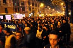 Protestera mot premiärministern Victor Ponta och den rumänska regeringen Royaltyfri Fotografi