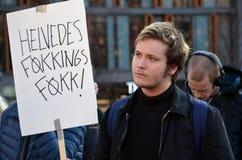 Protestera mot skatteparadis framme av den norska parlamentet (Stortinget) Arkivbild