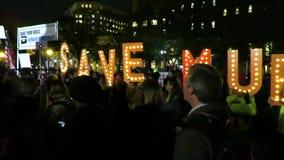 Protestera som sparar Robert Mueller i Washington DC arkivfilmer