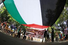 Protesters holding Palestine giant glag Royalty Free Stock Images