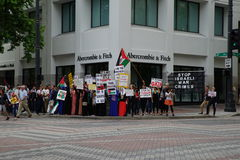 Protesters for palestine disputing Israel Royalty Free Stock Photography
