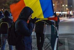 Protestez avec 15.000 personnes à Bucarest contre les lois de la justice images libres de droits