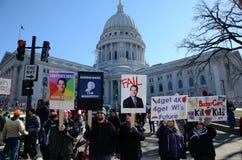 Protestierender außerhalb des Wisconsin-Kapitols Stockfotos
