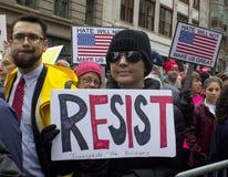 Protestierender außerhalb Donald Trump-` s Einweihung 2017 Lizenzfreies Stockfoto