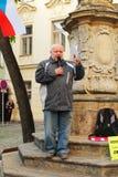 Protestierender, der auf Demonstration spricht Lizenzfreie Stockbilder