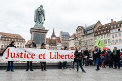 Protestierender erfasst bei Kleber Square, der den Winkel des Leistungshebels der Regierung protestiert Stockbild