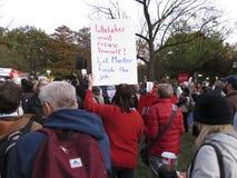 Protestierender an Lafayette-Park im November stockbild